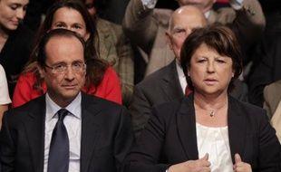 """François Hollande, candidat socialiste à la présidentielle, et Martine Aubry, première secrétaire du PS, ont estimé mardi dans un communiqué commun que l'annonce d'un référendum grec sur le plan de sauvetage """"traduit un défaut de gouvernance de la zone euro""""."""