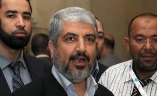 Le chef en exil du Hamas Khaled Mechaal a été réélu lundi soir au Caire, comme prévu, à la tête du mouvement islamiste palestinien, a-t-on appris auprès de sources au sein du Hamas dans la capitale égyptienne.