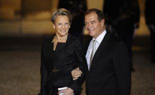 """Son parcours s'avère sans coup d'éclat, comme le relevait le journaliste de France 2 Michael Darmon, dans la seule biographie consacrée à MAM, """"Michèle Alliot-Marie - La grande muette"""", publié en 2006."""