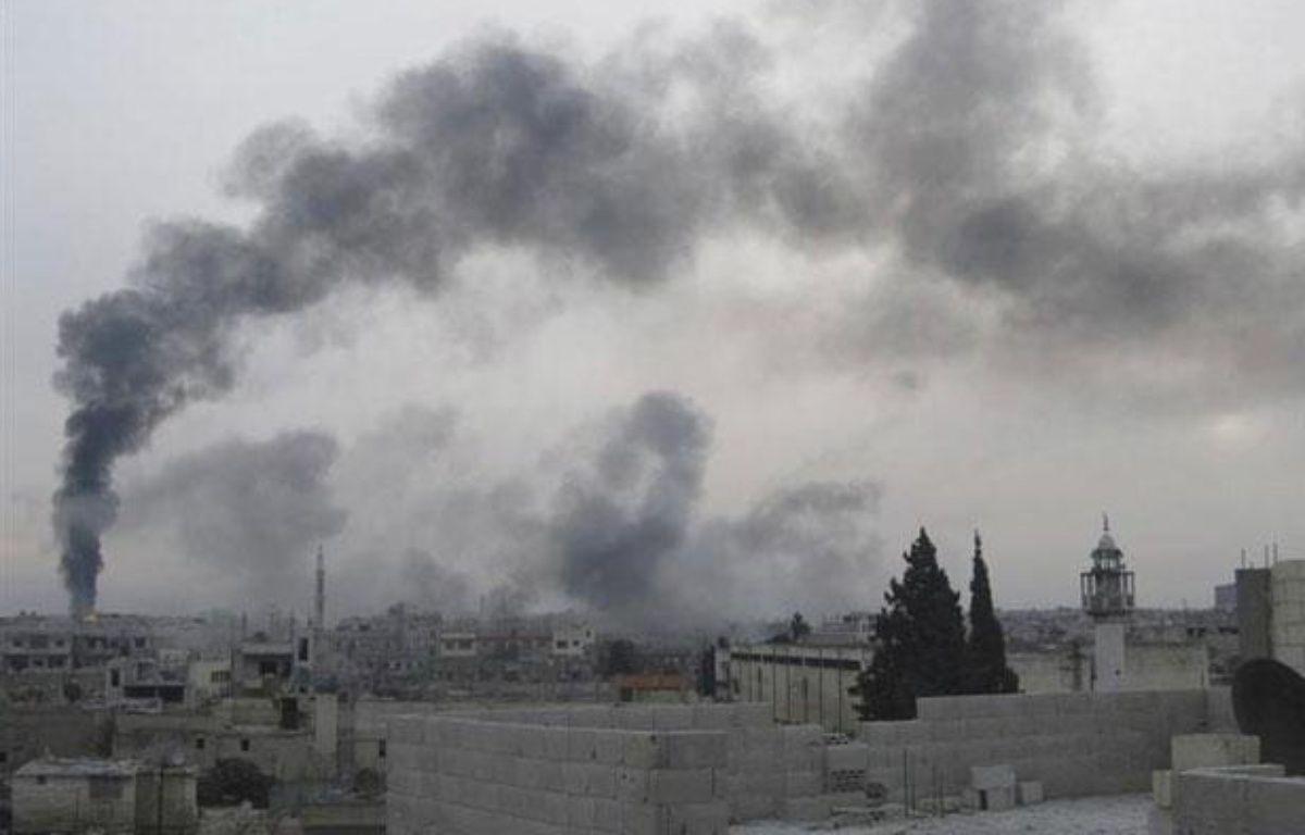 De la fumée s'échappe du quartier de Baba Hamro, à Homs (Syrie), le 15 février 2012. – REUTERS/Handout