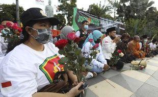 Une cérémonie de prière a eu lieu pour l'équipage du sous-marin de la marine indonésienne KRI Nanggala qui a coulé dans la mer de Bali en Indonésie, après que l'armée indonésienne a officiellement admis dimanche qu'il n'y avait aucun espoir de trouver des survivants du sous-marin.