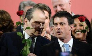 Le Premier secrétaire du PS Jean-Christophe Cambadélis (g) et le Premier ministre Manuel Valls lors du congrès du Parti socialiste à Poitiers, le 7 juin 2015