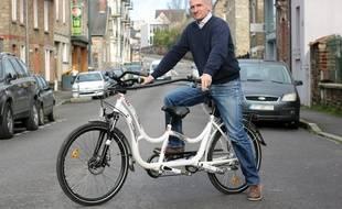 Gino Verrelli a investi dans un Hugbike, un vélo permettant de transporter un enfant autiste.