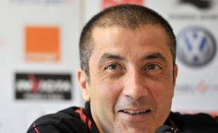 """Le président de Toulon, Mourad Boudjellal, poursuit sa stratégie d'affrontement avec les dirigeants du rugby français, sport qu'il a qualifié de """"raciste"""" mardi, à la veille de sa comparution devant la commission de discipline de la Ligue nationale (LNR), dans un nouvel écart de langage."""