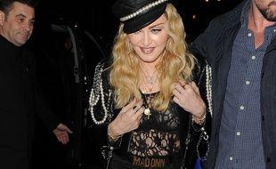La chanteuse Madonna dans les rues de Londres
