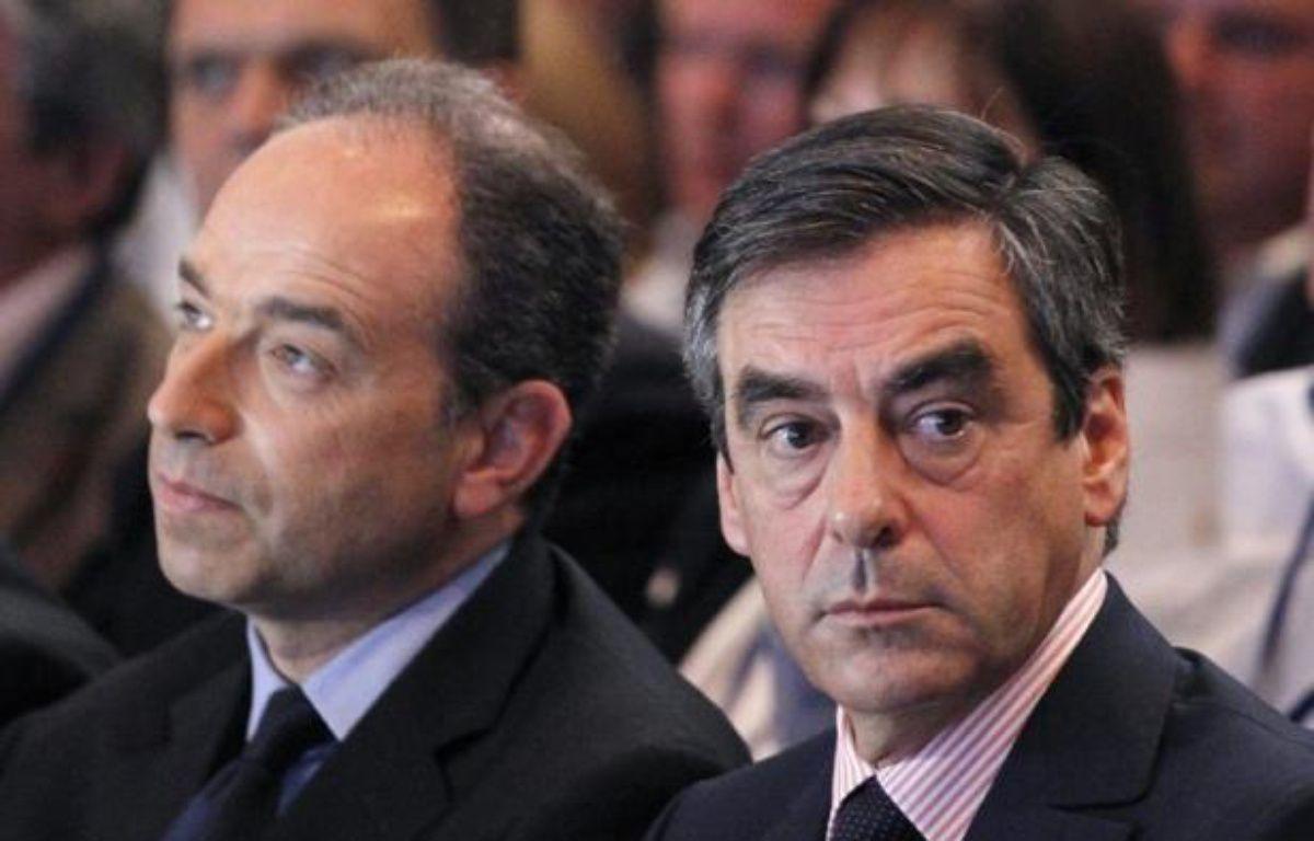 """François Fillon, candidat à la présidence de l'UMP, et Jean-François Copé, secrétaire général qui veut """"une vague bleue"""" en 2014, ont confronté leur vision du premier parti d'opposition à quatre mois du congrès lors d'une réunion des cadres départementaux samedi au siège à Paris. – Thomas Samson afp.com"""