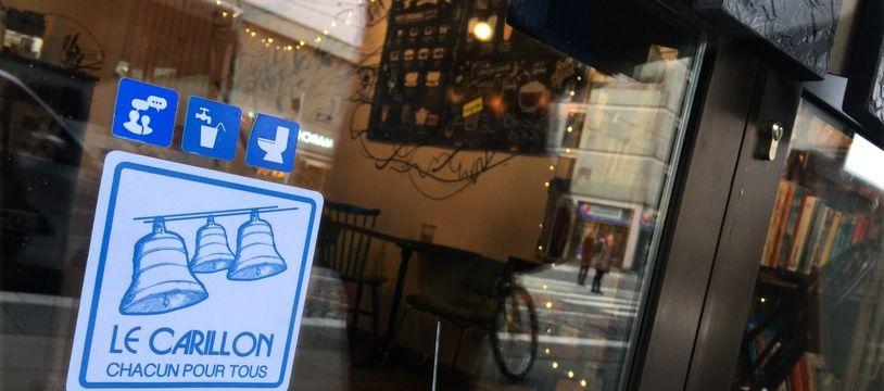 Macaron Carillon sur la porte d'entrée du coffee shop Oh my goodness à Strasbourg, le 9 janvier 2019.