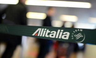 La direction de la compagnie aérienne Alitalia pourrait présenter mardi aux syndicats un plan industriel prévoyant jusqu'à 1.900 licenciements et 350 millions d'économies, selon des sources proches du dossier citées par l'agence italienne ANSA.