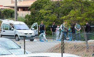 Des policiers sur une scène de crime à Istres, dans les Bouches-du-Rhône, où un homme a tué trois personnes dans une fusillade, le 25 avril 2013.