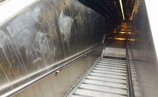 Les escaliers de la station de métro Estragin -Préfecture.