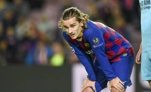 Taulier en Bleu, Griezmann traîne sa peine au Barça.
