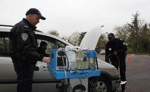 Chaque vendredi, les policiers de l'Unité de contrôle technique analysent les fumées qui sortent de vos pots d'échappement. Sans qu'il y ait forcément d'amendes en cas de dépassement des seuils.