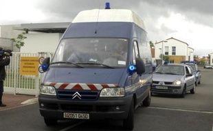 Un bébé a été retrouvé mort dans le congélateur d'un appartement à Moirans, en Isère, par le compagnon d'une femme âgée de 28 ans qui a été placée en garde à vue, a-t-on appris mardi auprès du parquet de Grenoble.