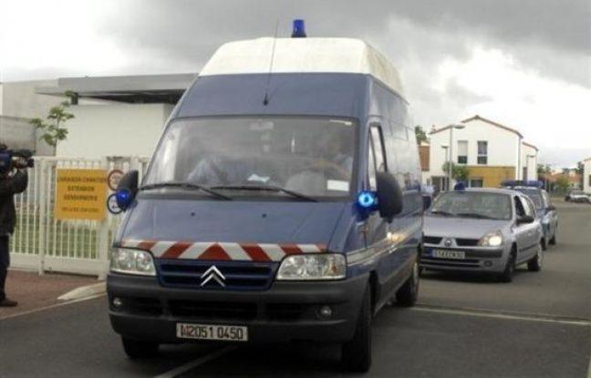 Une jeune fille de 17 ans qui roulait de nuit au guidon de son scooter a été mortellement renversée mardi vers 02h00 par un automobiliste qui a pris la fuite, ont indiqué à l'AFP les gendarmes, qui ont lancé un appel à témoin pour retrouver le responsable de l'accident.