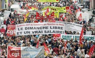 Les syndicats battent le pavé mardi, jour de la fête du travail, en ordre dispersé mais avec la volonté commune d'inscrire le social au coeur du second tour de la présidentielle et de prendre date pour les échéances d'après-élections.