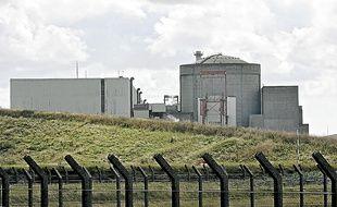 Le réacteur et le bâtiment des turbines à la centrale nucléaire de Gravelines.