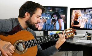 Il rejoue des génériques de séries TV cultes à la guitare - Le Rewind (video)