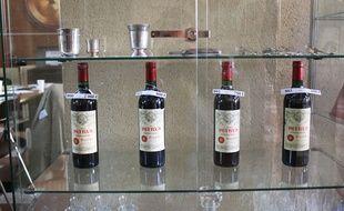 Illustration de bouteilles de petrus