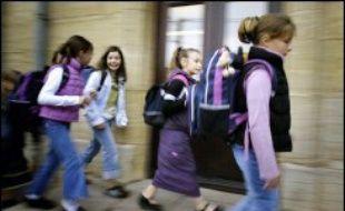 Des bambins couvés des yeux par leurs parents, quelques larmes, du brouhaha... A Mailley-et-Chazelot, la rentrée des classes n'a qu'un seul signe distinctif: elle a eu lieu lundi en avance sur toutes les autres écoles de France.