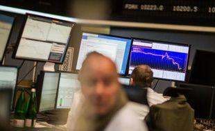 Des opérateurs boursiers à Francfort le 18 septembre 2015