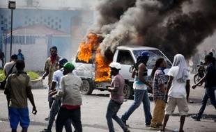 Des manifestants réclament la démission du président Jovenel Moise près du palais présidentiel à Port-au-Prince, en Haïti.