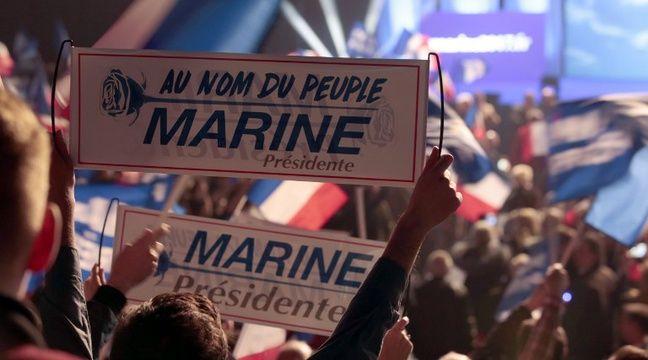 Des soutiens de Marine Le Pen au meeting de la candidate à la présidentielle, le 17 avril 2017 à Paris. – joel SAGET / AFP