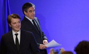 François Baroin et François Fillon lors de la conférence de presse du second, le 1er mars 2017 à Paris.