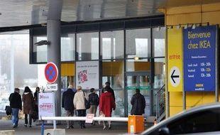 """L'ancien patron d'Ikea France, la filiale du géant suédois du meuble au centre d'une enquête judiciaire pour avoir fait surveiller des employés et des clients, aurait lui-même """"cautionné et supervisé l'espionnage d'au moins une salariée"""", selon Mediapart."""