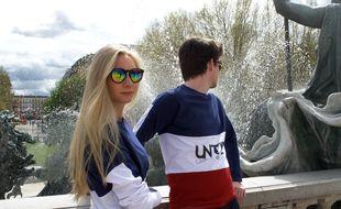 L'un des t-shirts mis en vente par Margaux Juranville (à gauche).