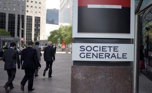 La banque Société Générale a enregistré au premier trimestre un bénéfice net en recul de 20,1%, à 732 millions, affecté notamment par une réévaluation de la dette liée au risque de crédit propre à hauteur de 119 millions, selon un communiqué publié jeudi.