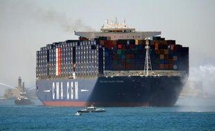 Le porte-conteneurs bataillant pavillon français CMA CGM Jules Verne arrive le 3 juin 2013 au port de Marseille