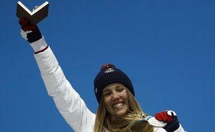 Julia Pereira De Sousa remporte la médaille d'argent en snowboard cross, à seulement 16 ans.