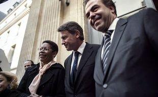 L'ancien ministre UMP de l'Education Luc Chatel a accusé son successeur socialiste Vincent Peillon de paraphraser le maréchal Philippe Pétain dans un entretien où il défend un enseignement de la morale laïque.