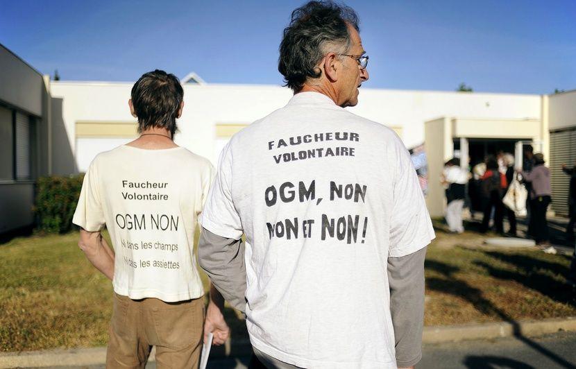 Brest : Le port de commerce bloqué par des militants anti-OGM