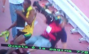Un caméraman sur Segway a chuté et entraîné Usain Bolt dans sa chute, lors des Mondiaux de Pékin le 27 août 2015.