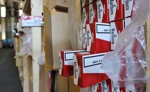 Des cartons de cartouches de cigarettes (illustration).