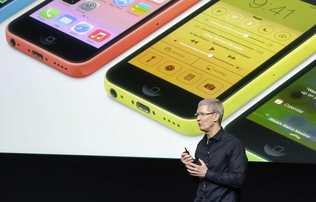 Le patron d'Apple, Tim Cook, présente l'iPhone 5C. – M.J.SANCHEZ/AP/SIPA