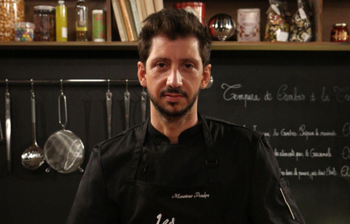 Monsieur Poulpe cartonne lorsqu'il mélange humour et cuisine dans son émission «Les recettes pompettes». – Studio Bagel
