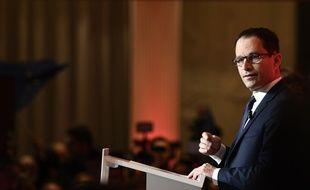 Benoît Hamon s'exprime à l'issue du premier tour de l'élection présidentielle, le 23 avril 2017.