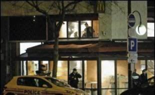 Le policier Antoine Granomort, qui a tué un supporteur du PSG, sera jugé en juin en correctionnelle à Paris pour escroquerie et pour avoir faussement affirmé en 2004 avoir été victime d'un enlèvement, d'une séquestration et d'un viol, a-t-on appris de sources proches du dossier.