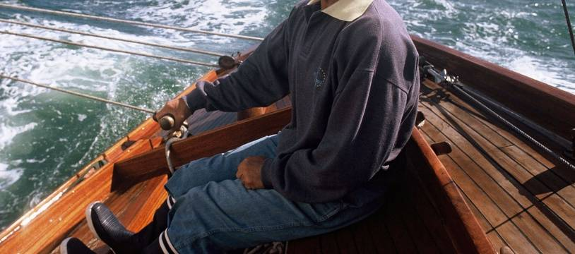 Eric Tabarly à bord du Pen-Duick en 1990.
