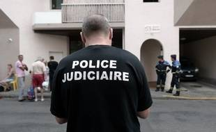 La police judiciaire a été saisie après la découverte de cinq corps dans un appartement à Pau.