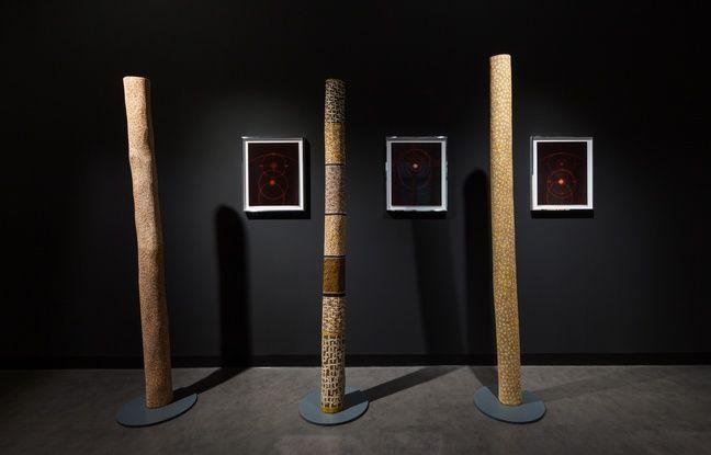« Etoiles » (2005, 2006 et 2010), de Gulumbu Yunupingu, et derrière « Lumière rouge » (2018 et 2019), de Kiki Smith.