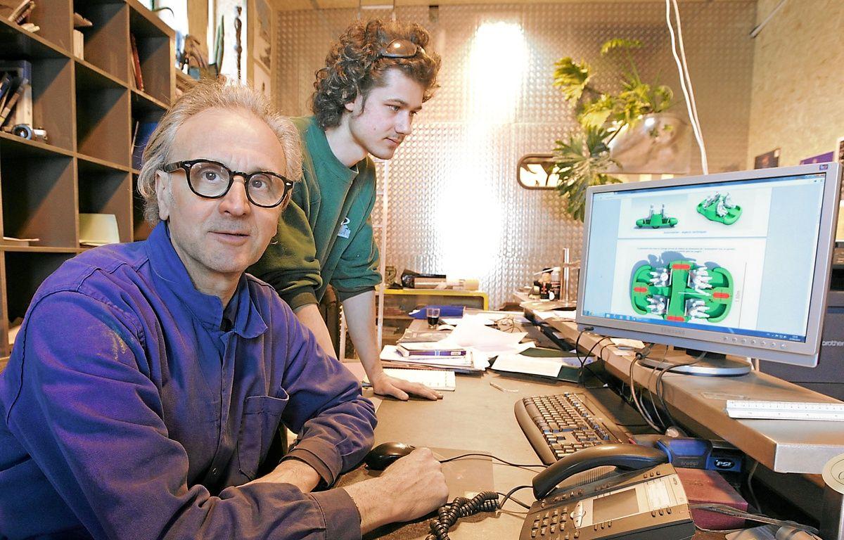 Hubert Haberbusch avec un stagiaire. Dix personnes ont planché sur le projet. – G. Varela/20 Minutes