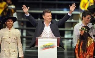 Juan Manuel Santos, élu avec 69% des voix, a appelé les Farc à libérer tous les otages.