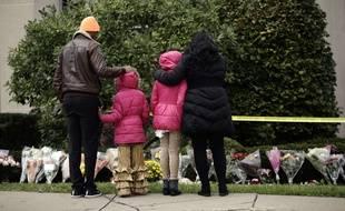 Recueillement et hommage devant la synagogue de Pittsburgh (Etats-Unis), touchée par une attaque antisémite ayant fait onze morts. 28 Octobre 2018