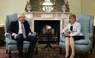 Le Premier ministre britannique Boris Johnson avec la Première ministre écossaise Nicola Sturgeon à Edimbourg, le 29 juillet 2019.