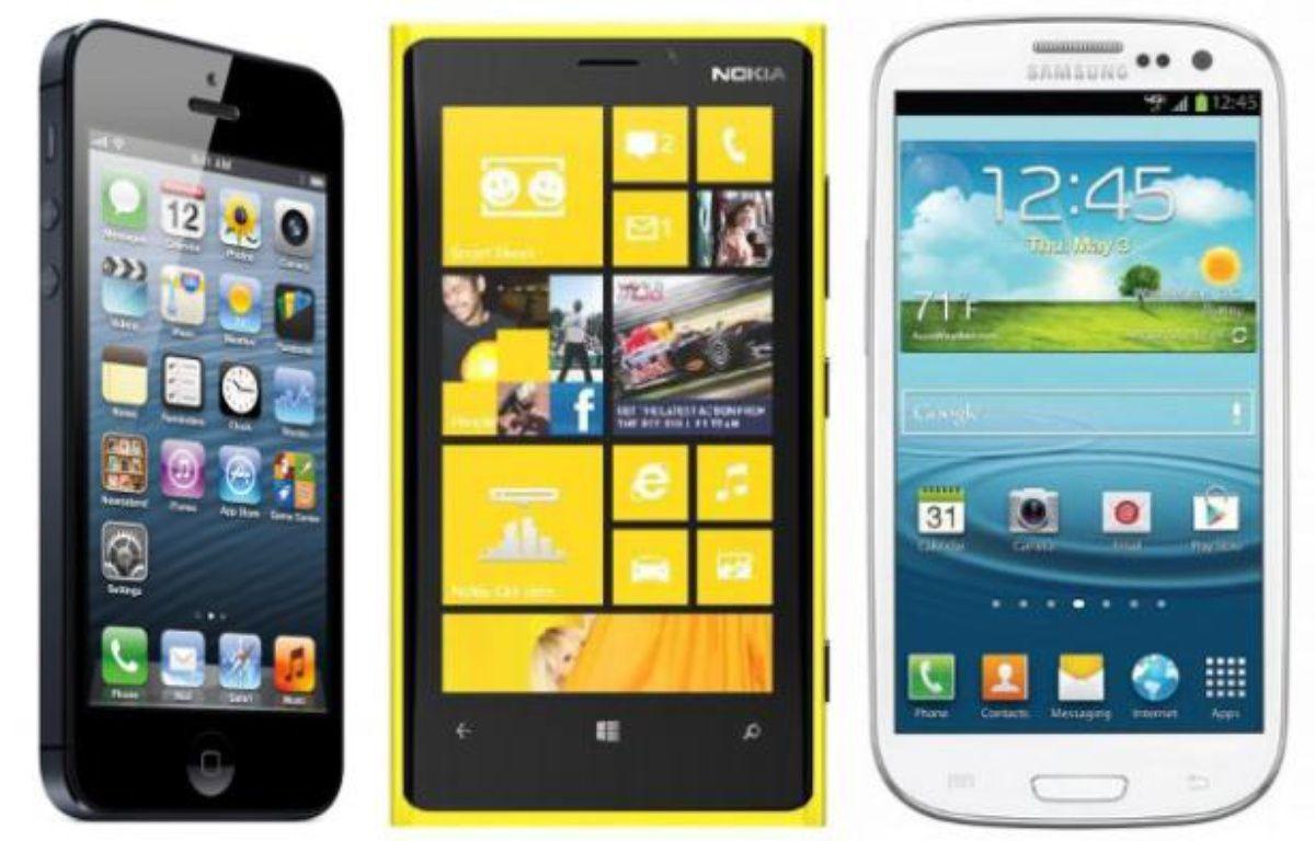 De gauche à droite: l'iPhone 5 d'Apple, le Lumia 920 de Nokia et le Galaxy S III de Samsung. – DR
