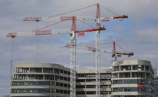 Construction d'un immeuble de bureaux à Bezons près de Paris, le 3 septembre 2020.