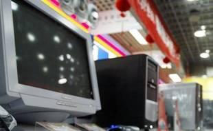 La Chine a pour la première fois détrôné les Etats-Unis l'an dernier comme premier marché mondial des ordinateurs de bureau (PC), plébiscités par la population des zones rurales, selon une étude lundi du cabinet de recherche IHS iSuppli.